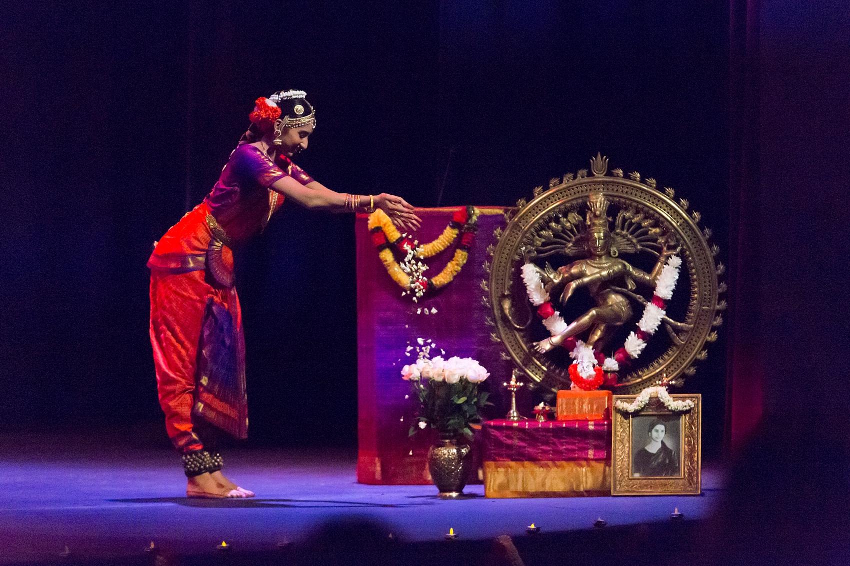 Rohini honoring the goddess Shiva before her performance.